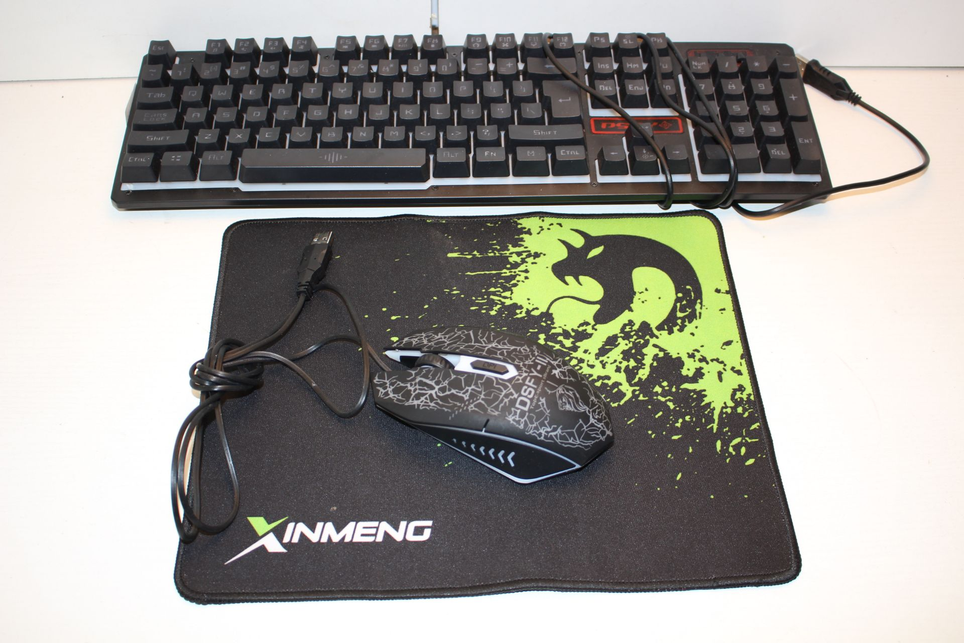3X ASSORTED ITEMS TO INCLUDE GAMING MOUSE, MOUSE MAT & KEYBOARDCondition ReportAppraisal Available