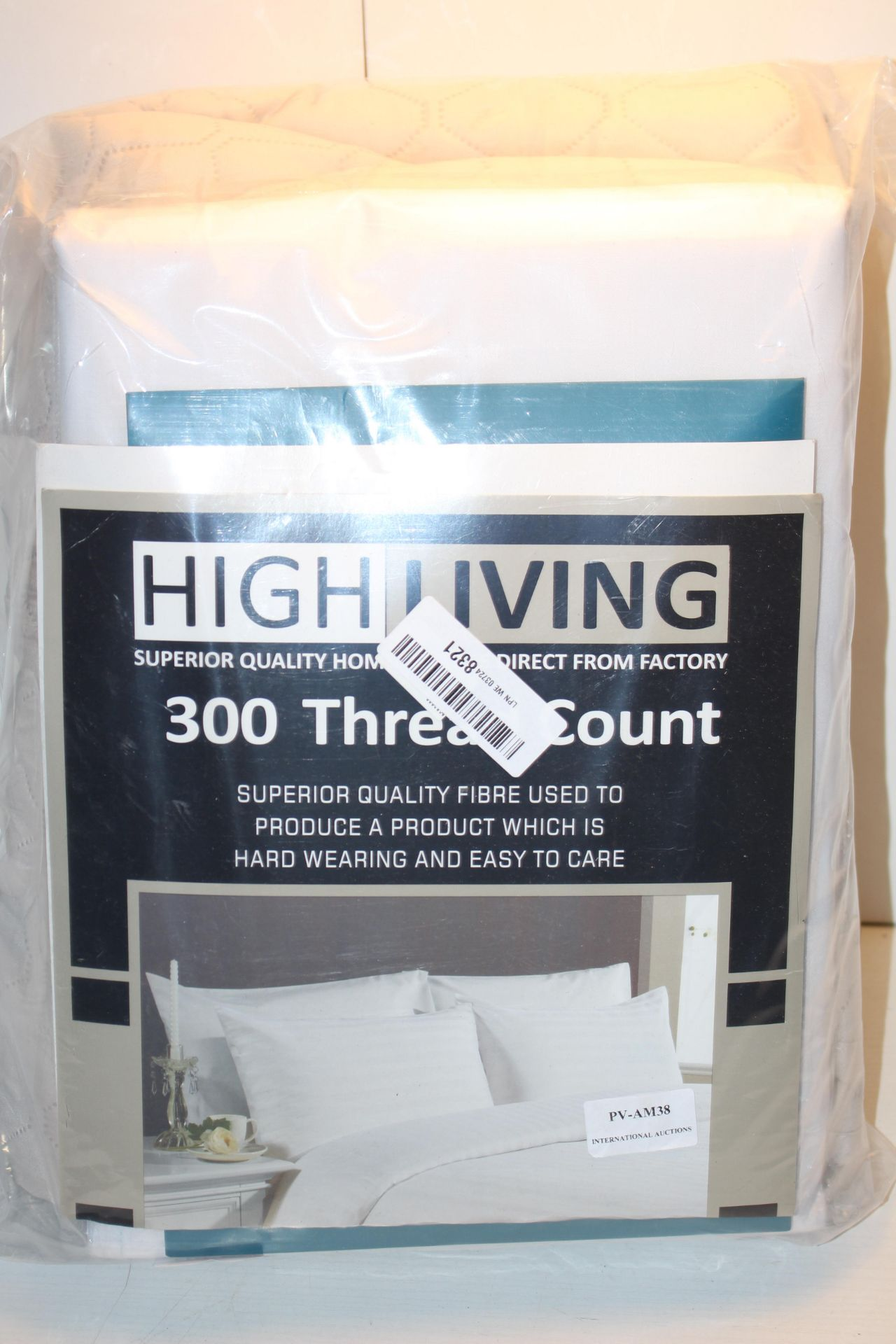 BAGGED HIGH LIVING 300 THREAD COUNT BEDDING SET (IMAGE DEPICTS STOCK)Condition ReportAppraisal