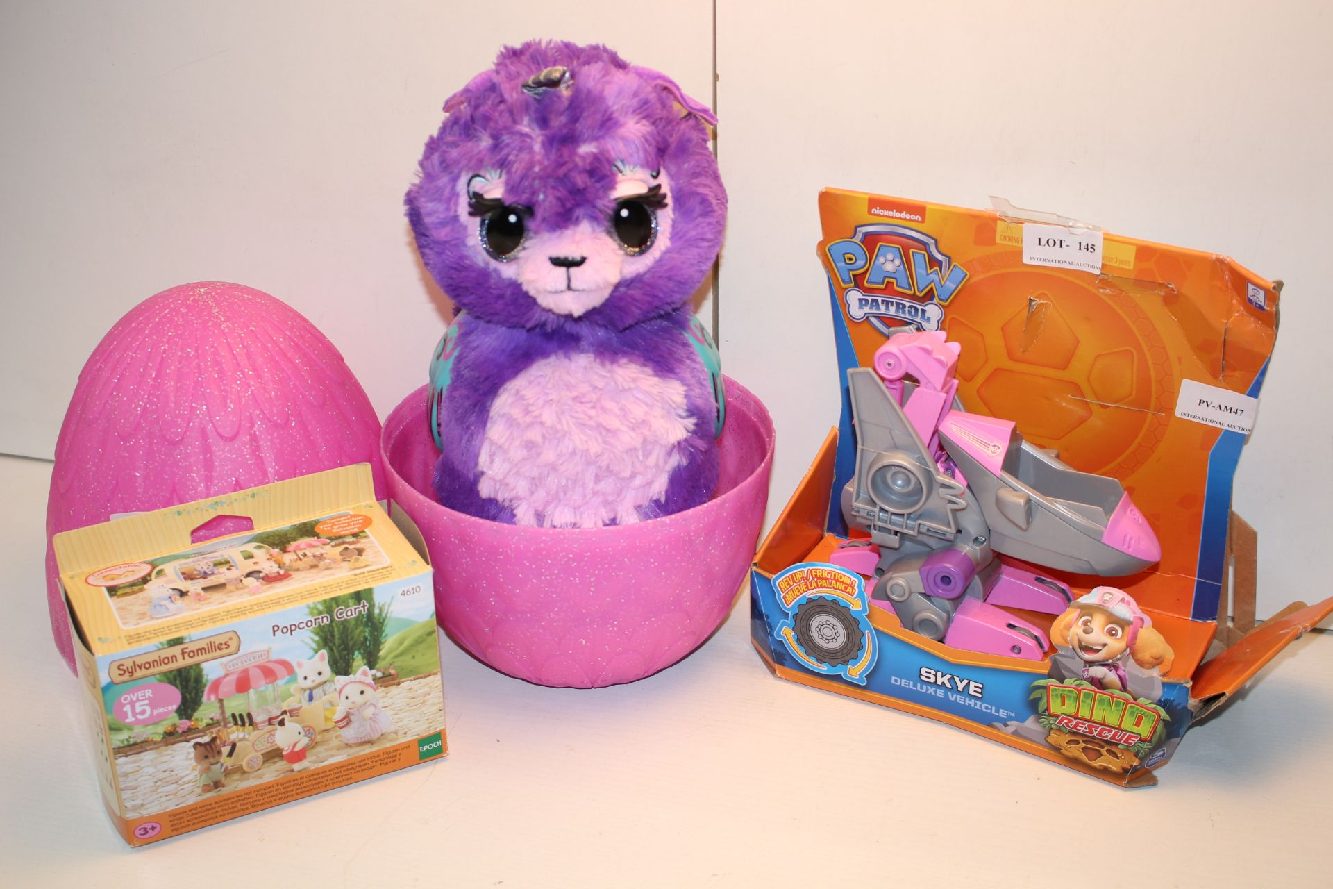 3X ASSORTED TOYS TO INCLUDE HATCHIMALS SYLVANIAN FAMILIES & DINO RESCUE (IMAGE DEPICTS STOCK)