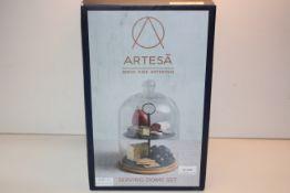 BOXED ARTESA SERVE DINE ENTERTAIN - SERVING DOME SET RRP £41.44Condition ReportAppraisal Available