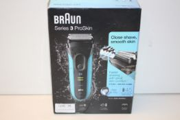 BOXED BRAUN SERIES 3 PROSKIN WET & DRY SHAVER MODEL: 3040S RRP £54.99Condition ReportAppraisal