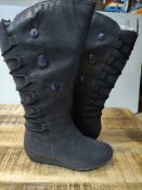 JOE BROWNS WEDGE BOOT IN NAVY SIZE 6 RRP £22.99Condition ReportAppraisal Available on Request- All