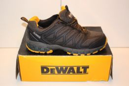 BOXED DEWALT INDUSTRIAL FOOTWEAR SAFETY BOOTS UK SIZE 10 STEEL TOE RRP £62.99Condition