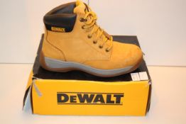 BOXED DEWALT INDUSTRIAL FOOTWEAR SAFETY BOOTS UK SIZE 7 STEEL TOE RRP £42.99Condition