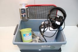 7X ASSORTED ITEMS TO INCLUDE AUDIO-TECHNICA HEADPHONES & OTHER (IMAGE DEPICTS STOCK)Condition