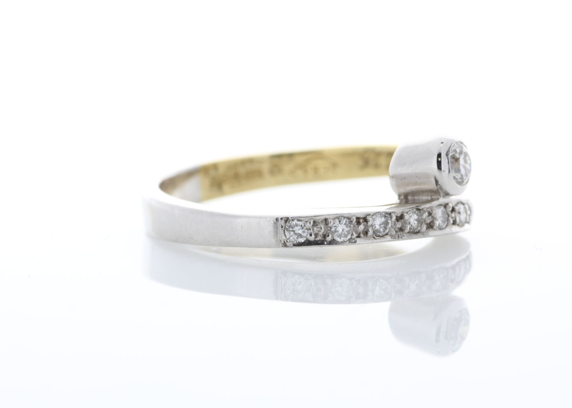 18ct Single Stone Rub Over With Stone Set Shoulders Diamond Ring 0.11 Carats - Valued by AGI £1, - Image 4 of 5