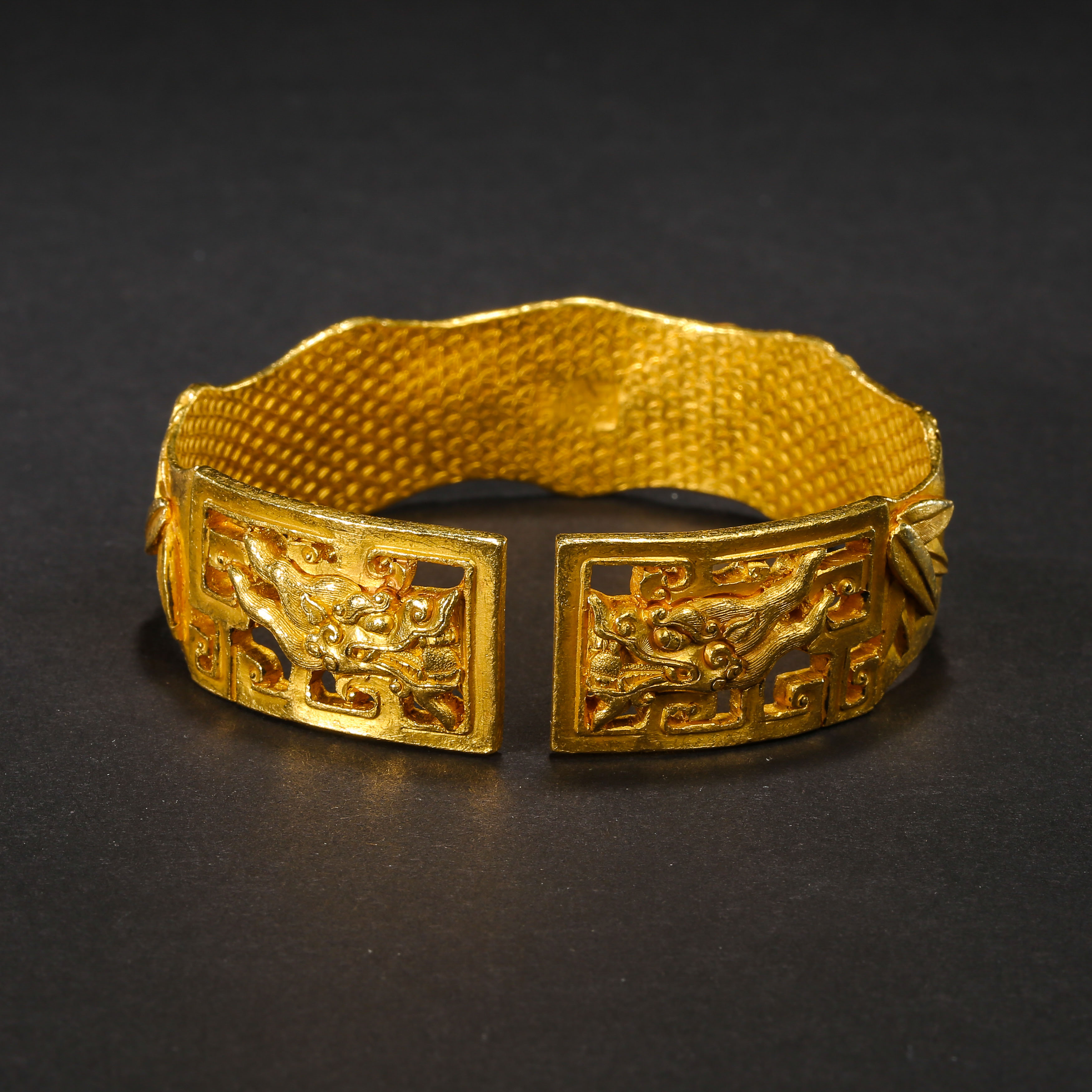 A PAIR OF PURE GOLD BRACELETS, QING DYNASTY, CHINA - Image 8 of 11