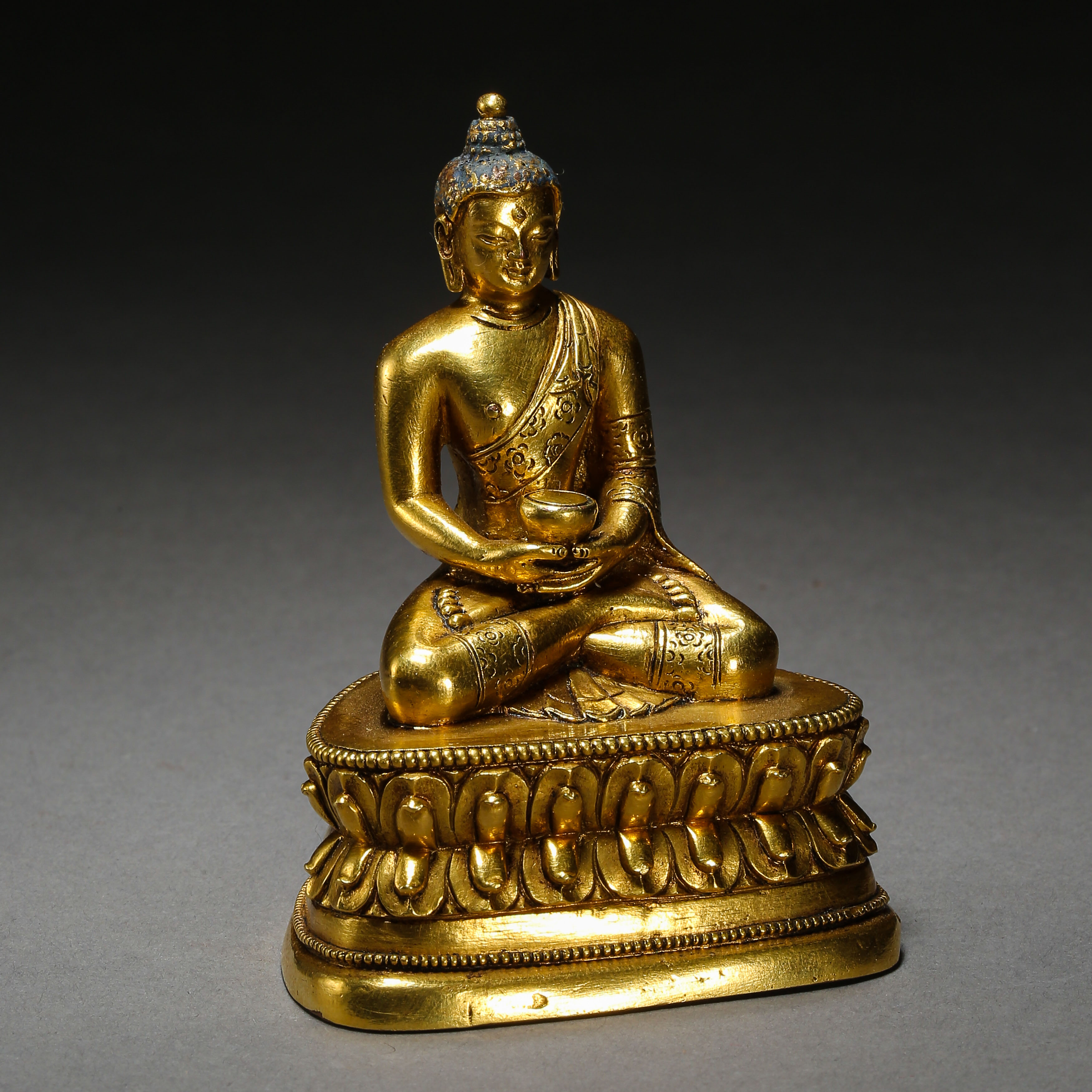 SEATED GILT BRONZE BUDDHA, QING DYNASTY, CHINA - Image 5 of 11