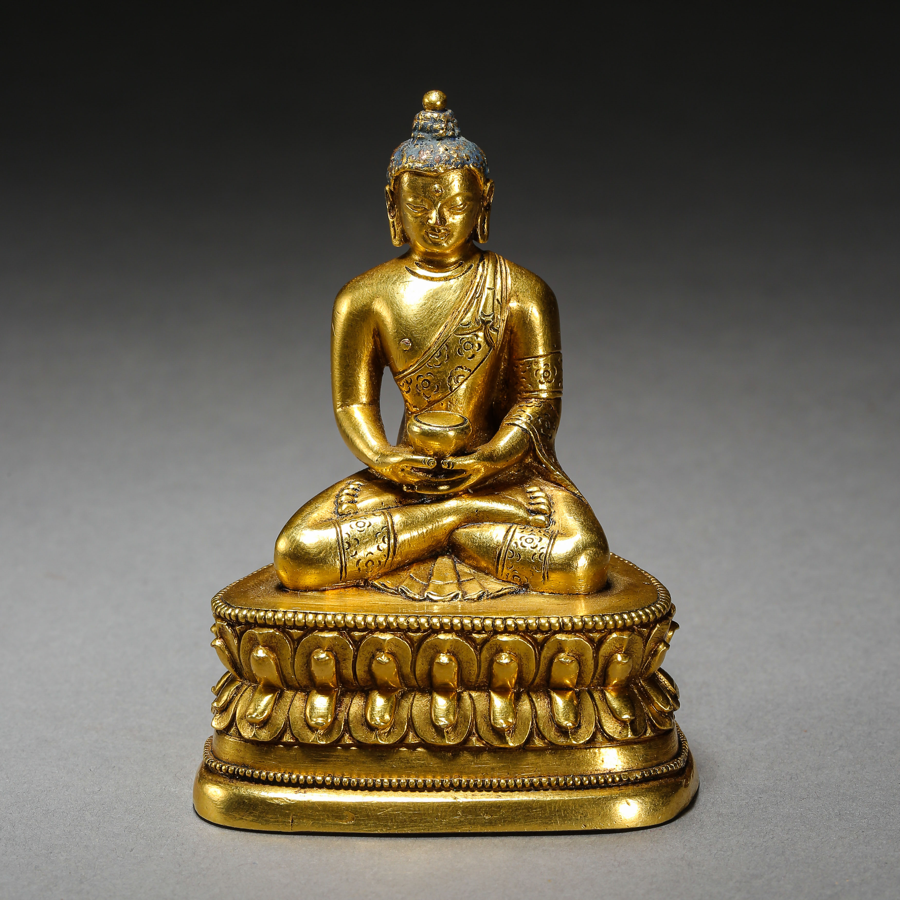 SEATED GILT BRONZE BUDDHA, QING DYNASTY, CHINA - Image 9 of 11
