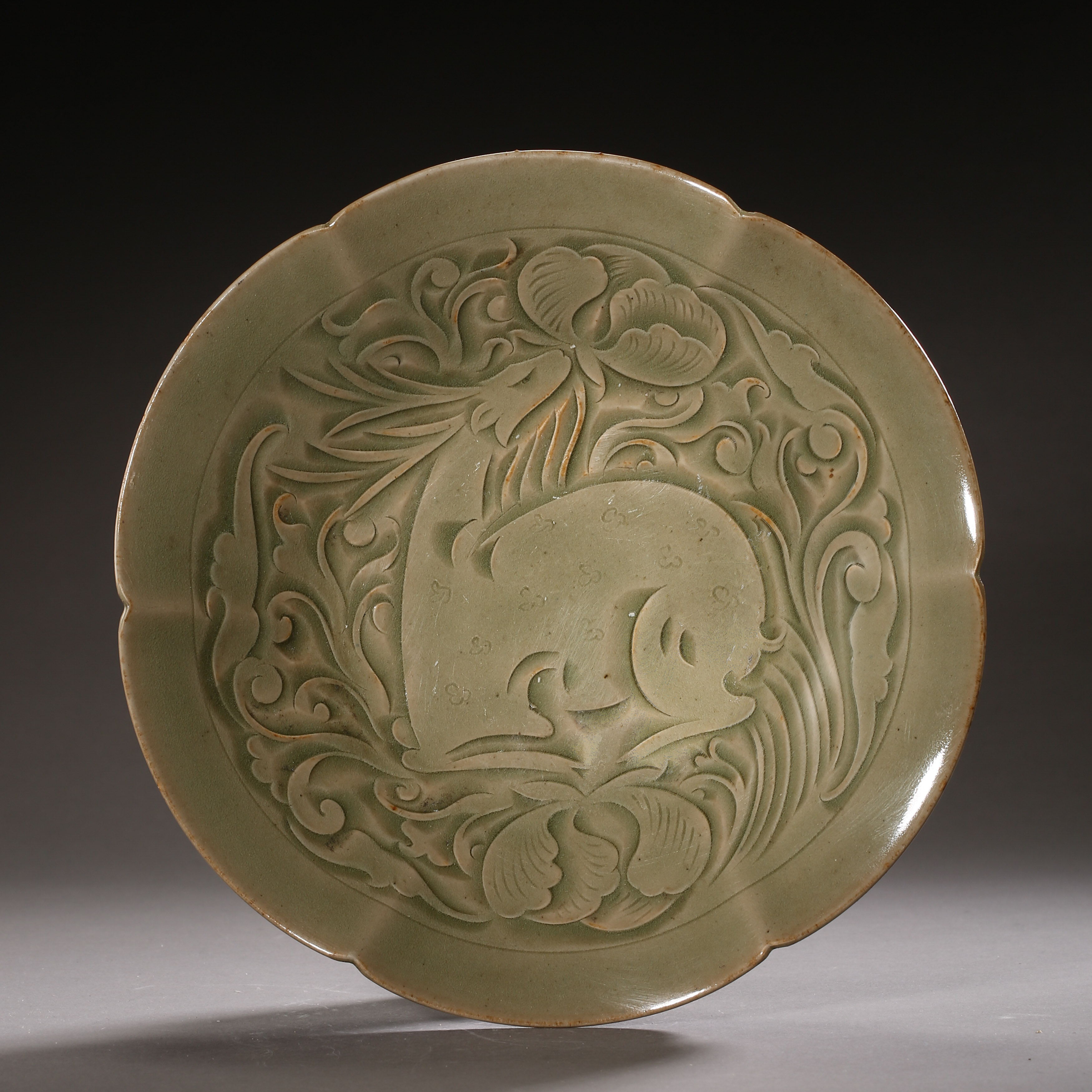 YAOZHOU KILN PLATE WITH RAFFITO DESIGN, NORTHERN SONG DYNASTY, CHINA