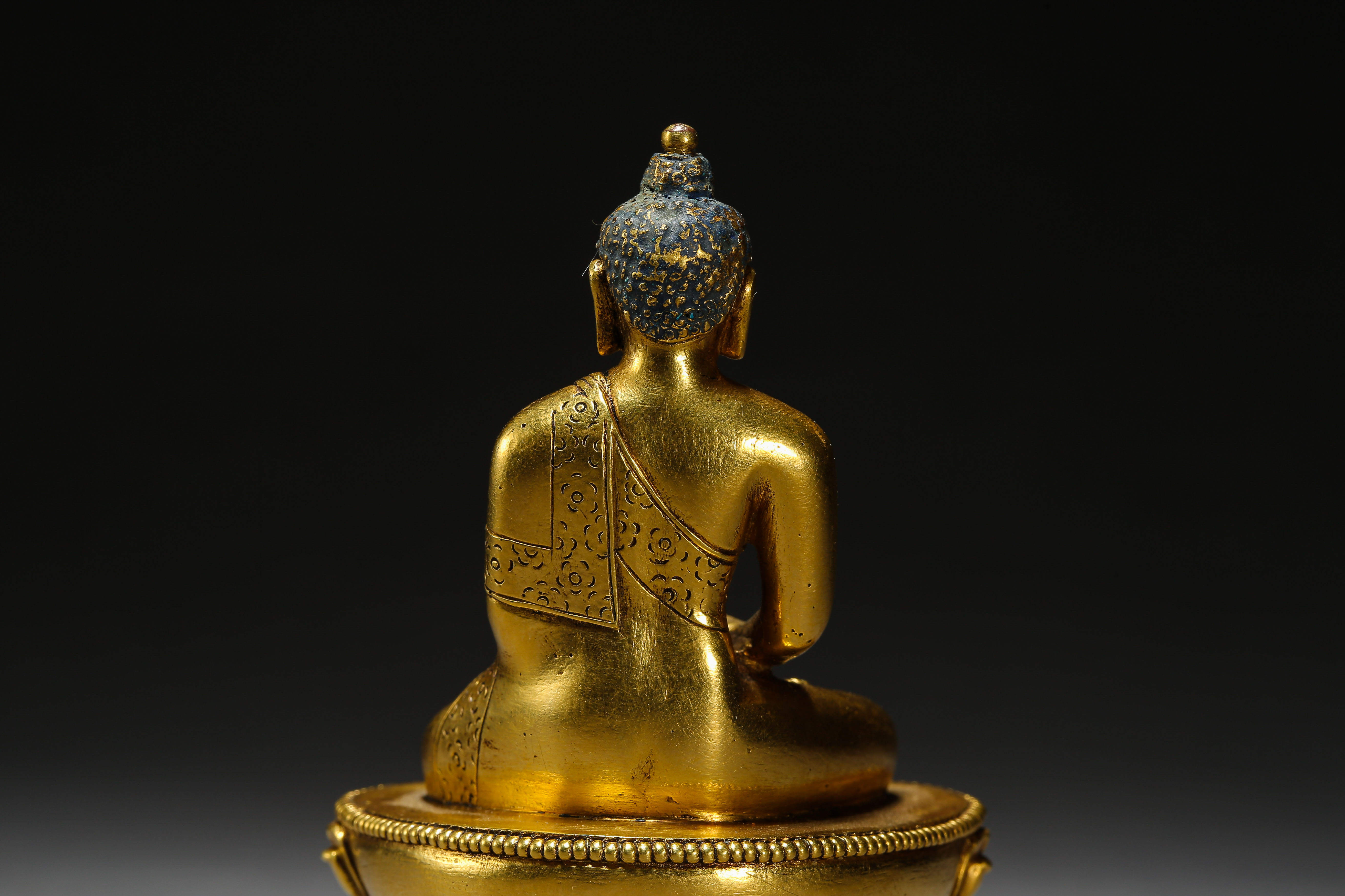 SEATED GILT BRONZE BUDDHA, QING DYNASTY, CHINA - Image 7 of 11