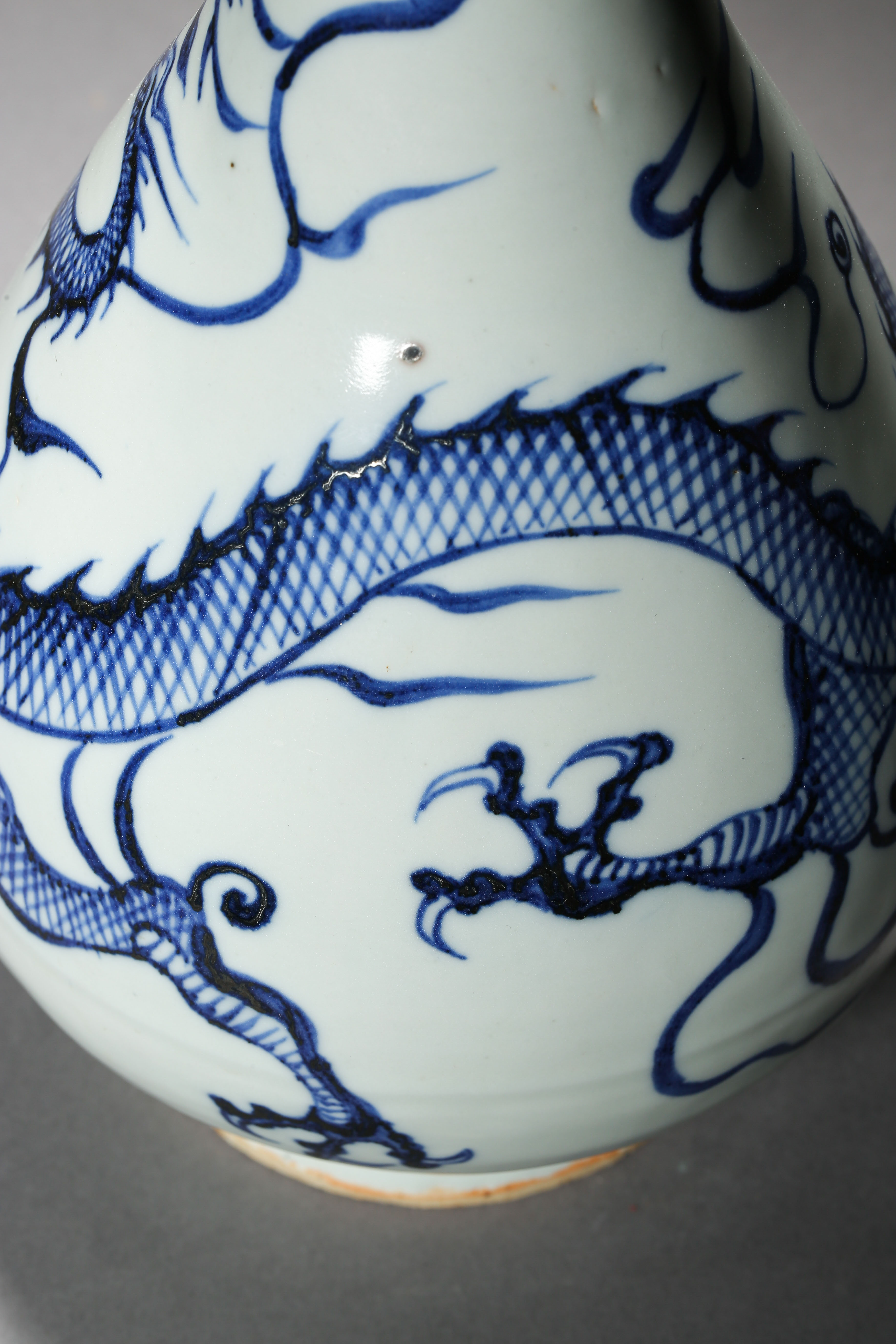 BLUE AND WHITE DRAGON PATTERN VASE, YUAN DYNASTY, CHINA - Image 4 of 8