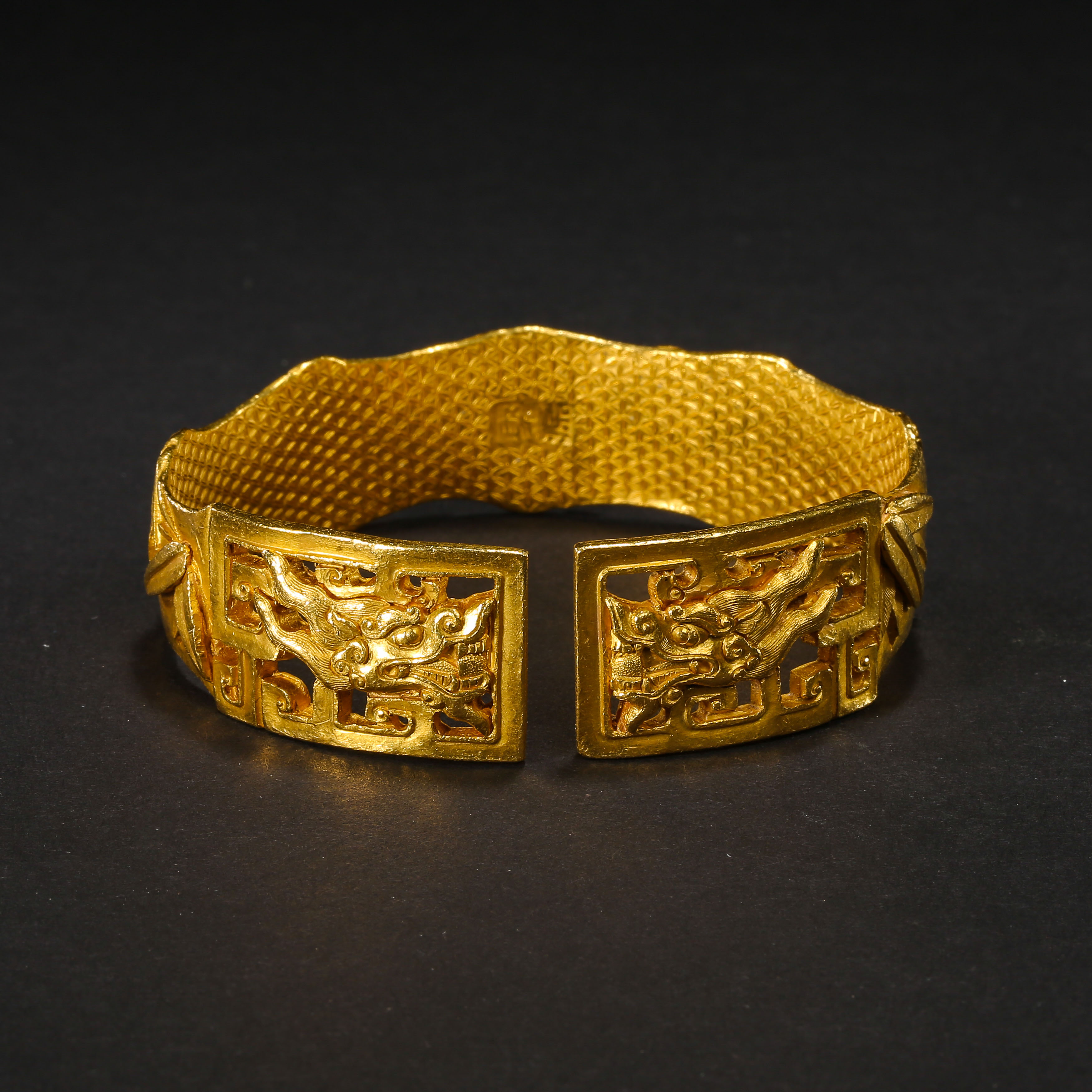 A PAIR OF PURE GOLD BRACELETS, QING DYNASTY, CHINA - Image 5 of 11