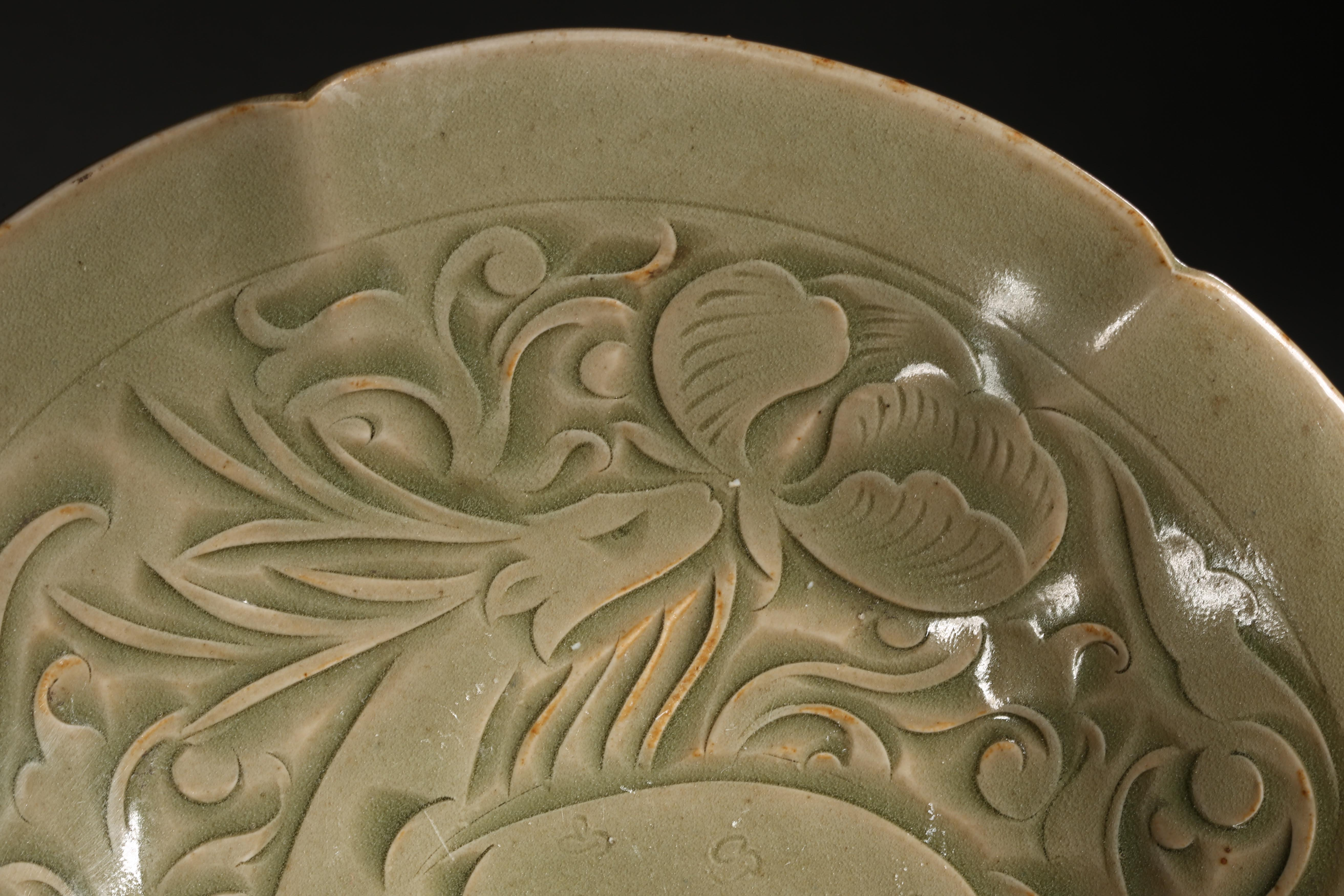 YAOZHOU KILN PLATE WITH RAFFITO DESIGN, NORTHERN SONG DYNASTY, CHINA - Image 8 of 9
