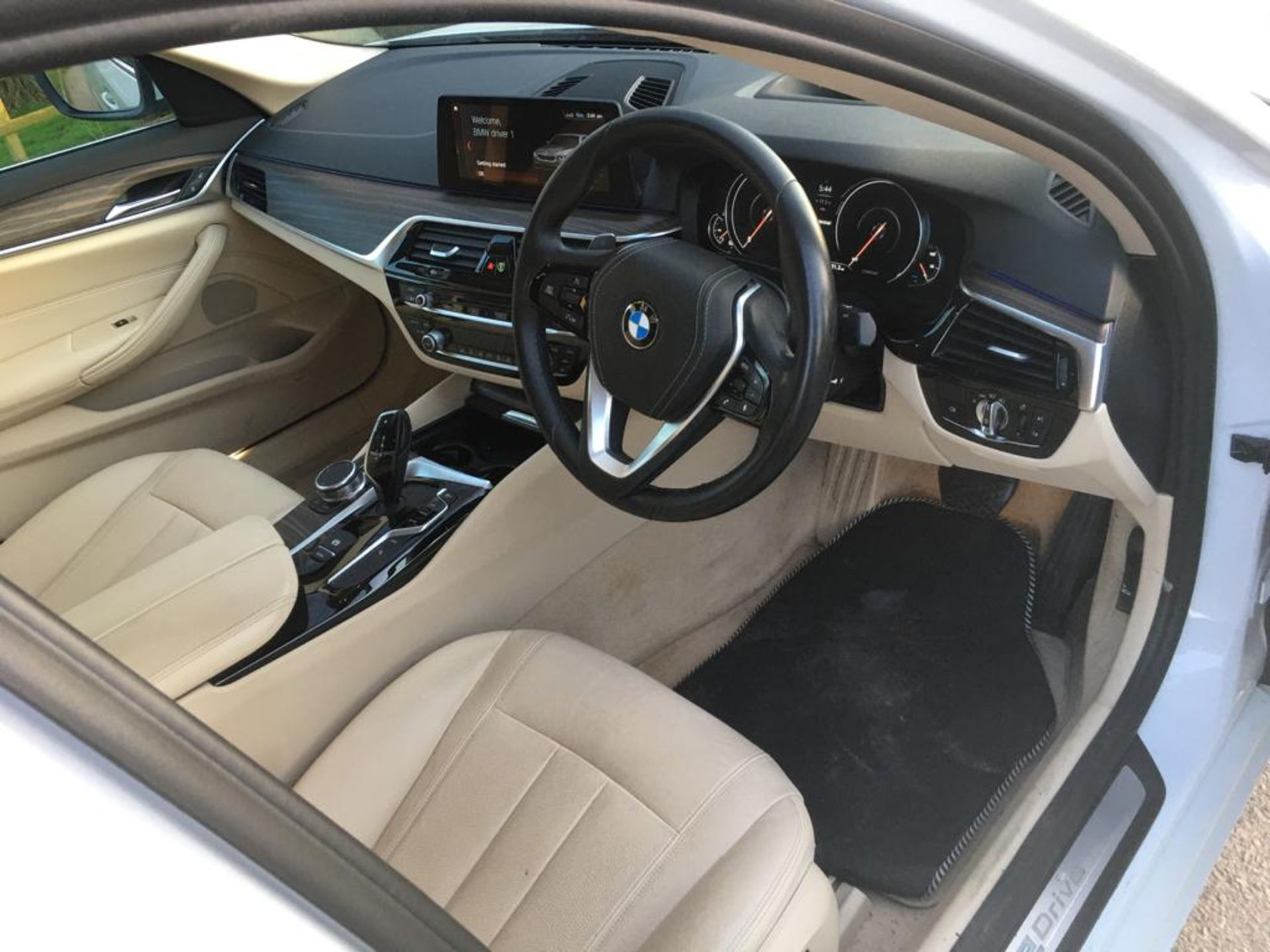 2018 BMW 530E 2.0 SE HYBIRD SALOON AUTOMATIC - Image 13 of 34