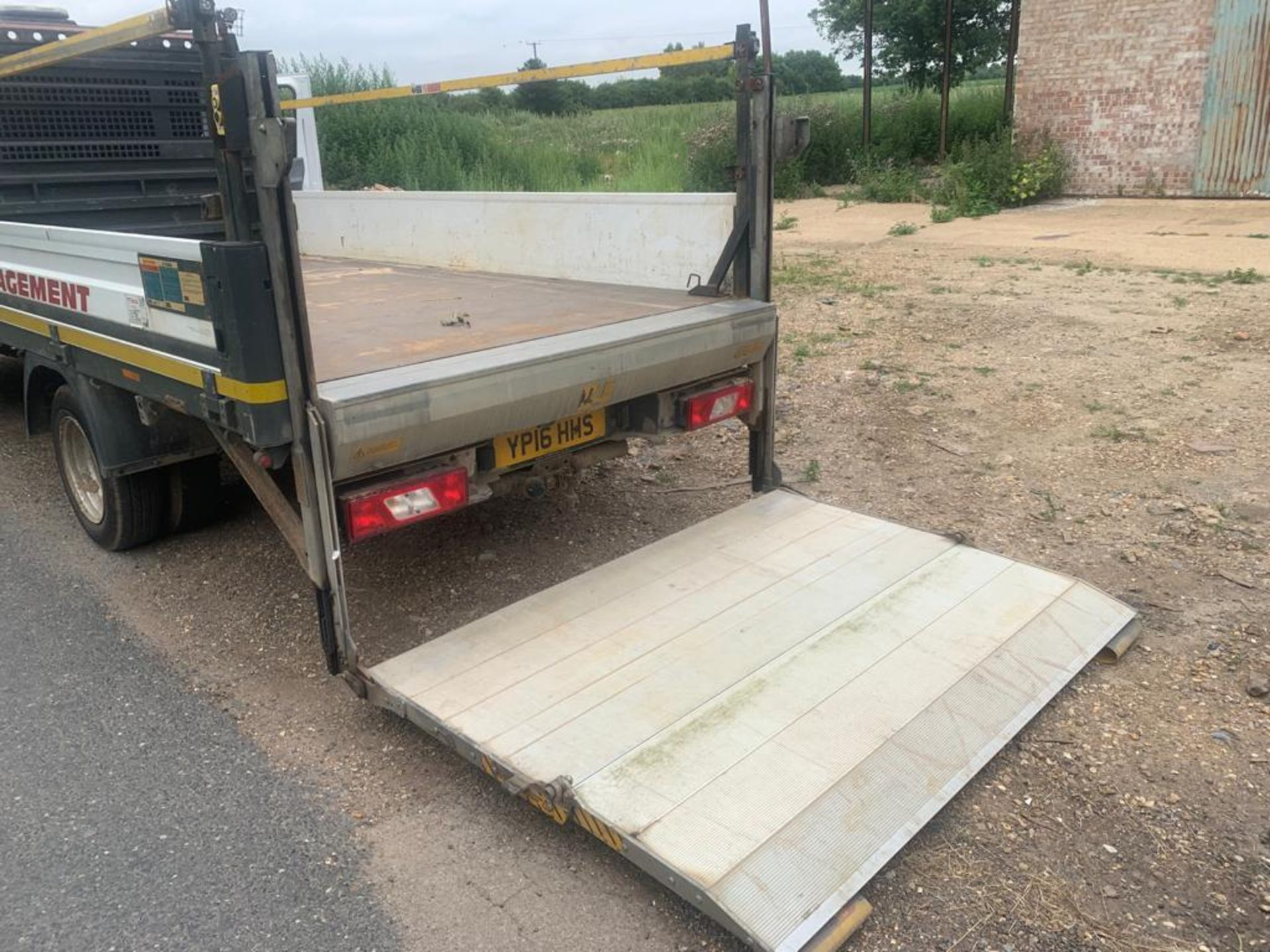 2016 FORD TRANSIT 350 DROPSIDE TAIL LIFT ALUMINUM BODY - Image 10 of 20