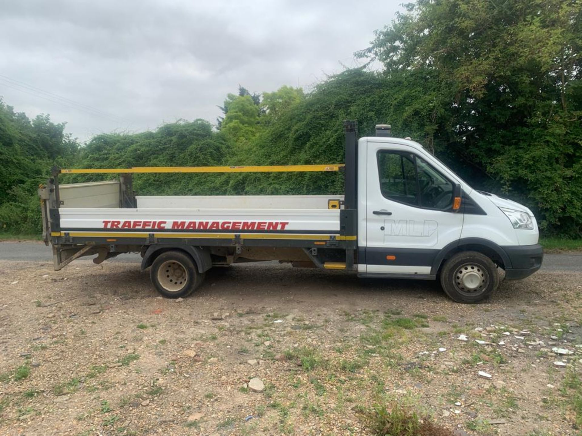 2016 FORD TRANSIT 350 DROPSIDE TAIL LIFT ALUMINUM BODY - Image 4 of 20