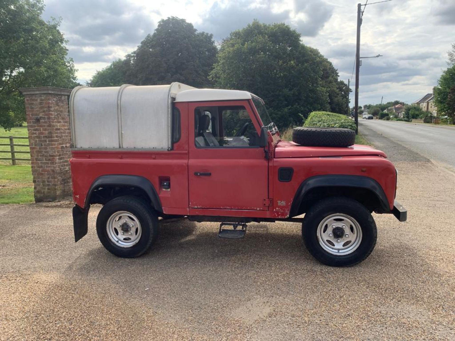 1994 LAND ROVER 90 DEFENDER TDI **ONE OWNER FROM NEW** - Image 7 of 17