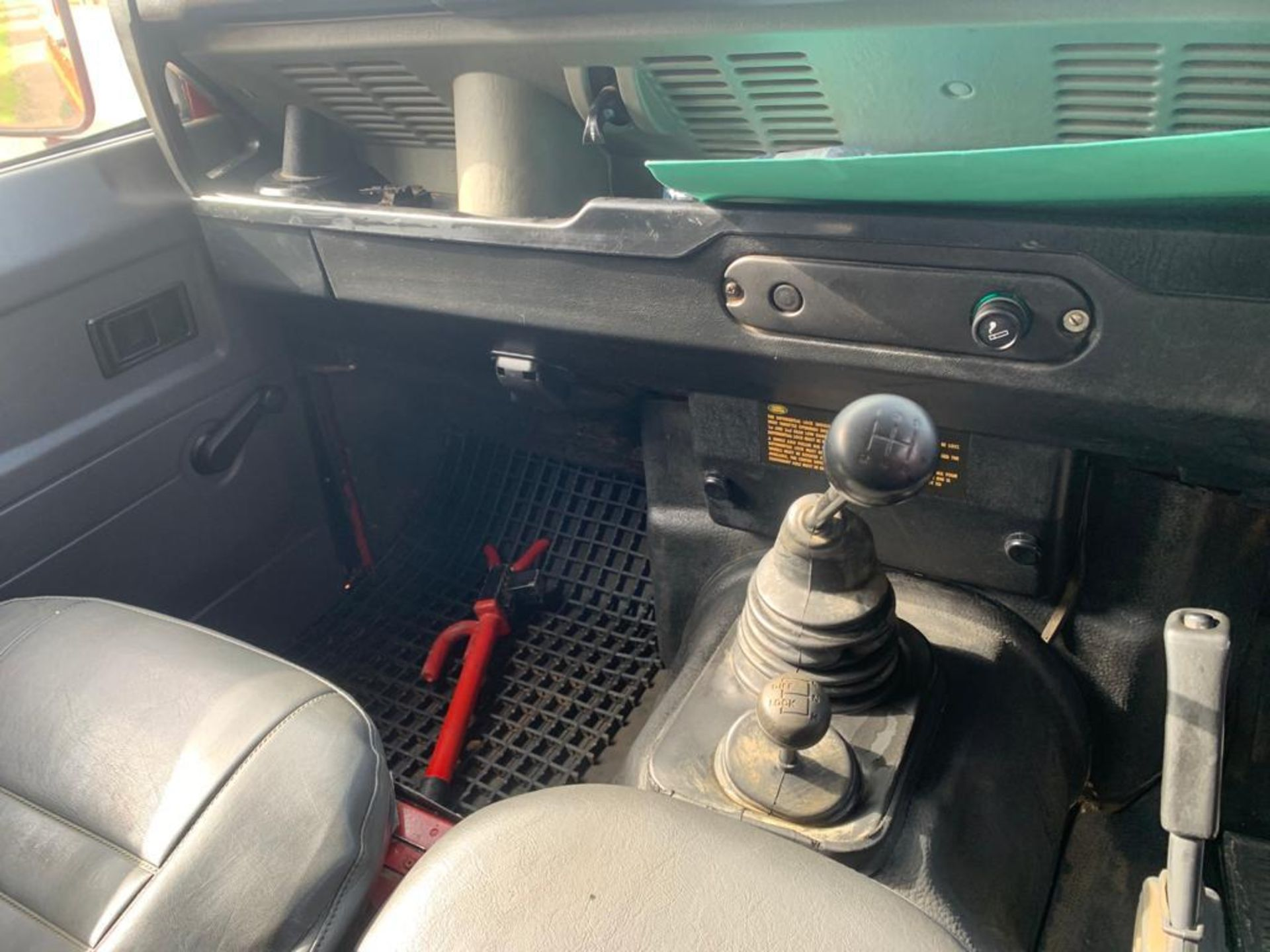 1994 LAND ROVER 90 DEFENDER TDI **ONE OWNER FROM NEW** - Image 10 of 17