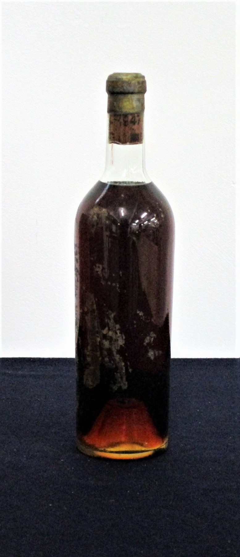 1 bt Ch. d'Yquem 1947 Sauternes 1er Grand Cru Classé, us. embossed capsule, missing label, ID from
