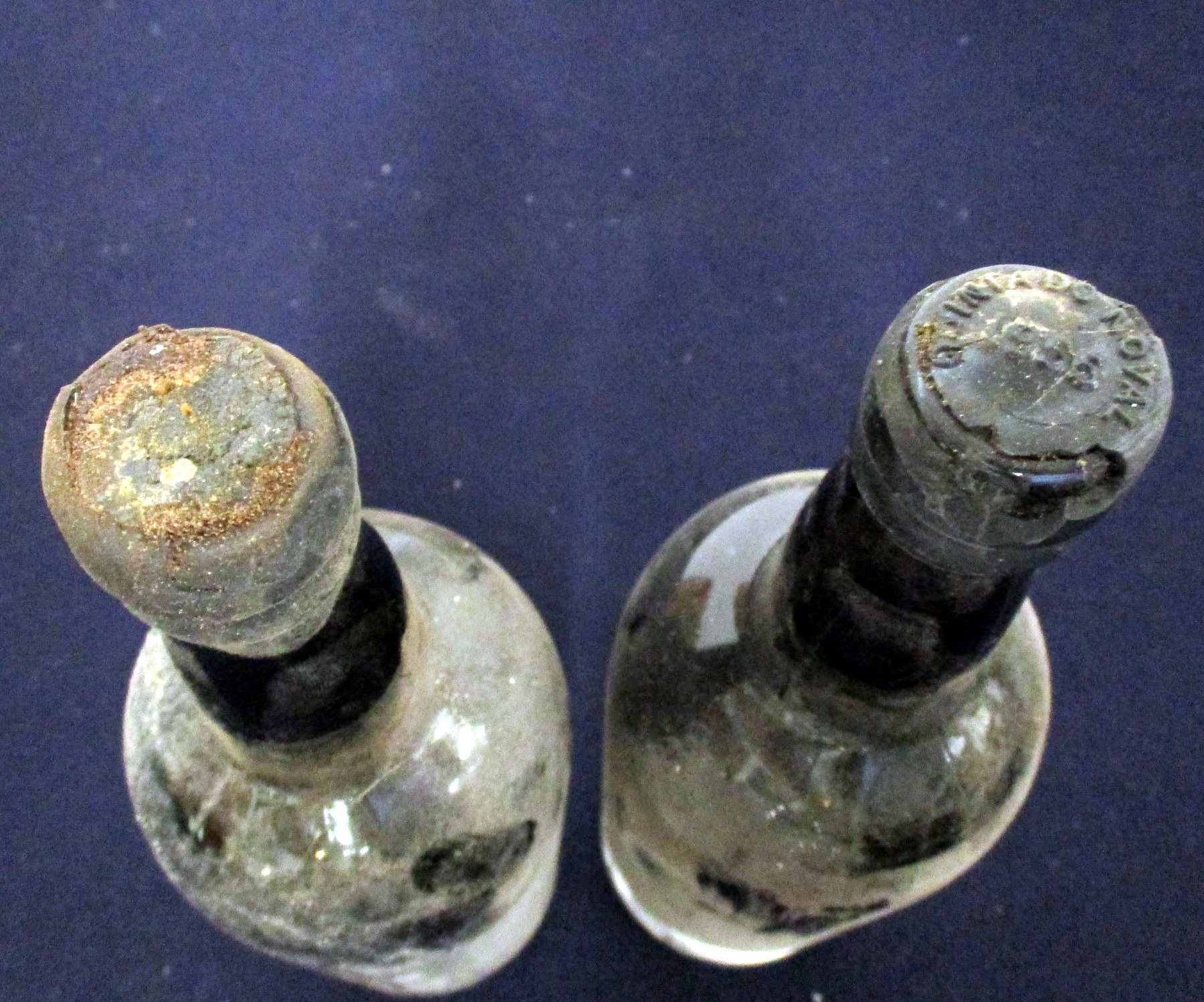 1 bt Quinta do Noval 1955 Vintage Port, i.n, ID from chipped Wax, sl bs 1 bt believed Quinta do - Image 2 of 2