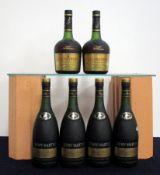 4 70-cl bts Remy Martin V.S.O.P. Fine Champagne Cognac 40% ind oc's 2 680 ml bts Courvoisier V.S.O.