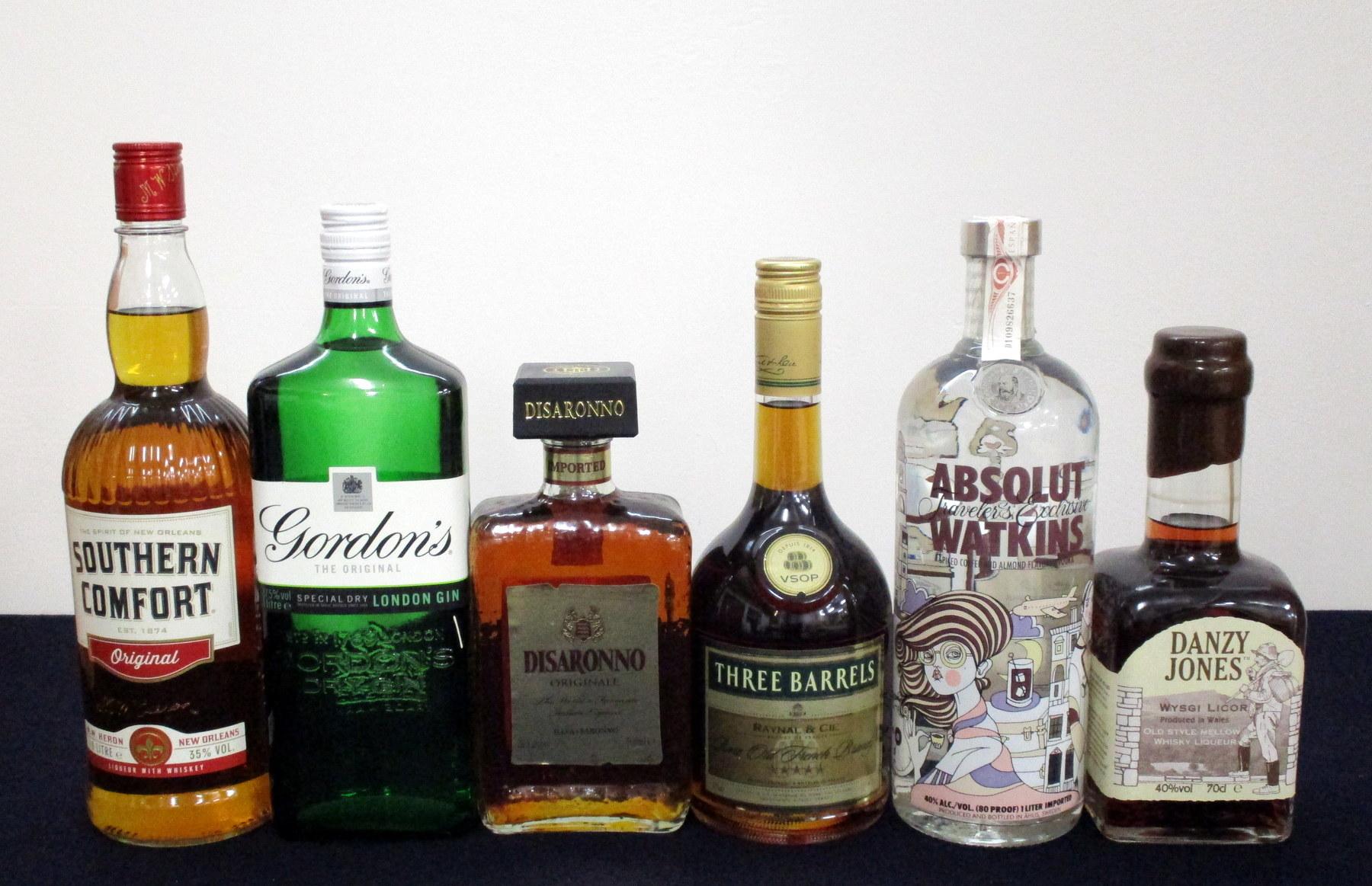 1 litre bt Southern Comfort Original 35% 1 litre bt Gordons Original Gin 37.5% 1 500-ml bt Disaronno