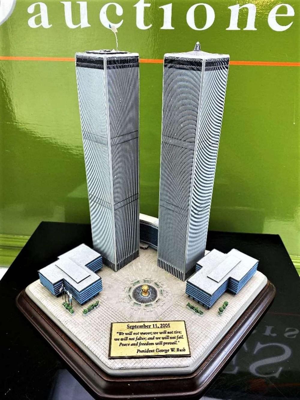 Danbury Mint September 11, 2001 9/11: Twin Towers Historic Desk Top Diarama