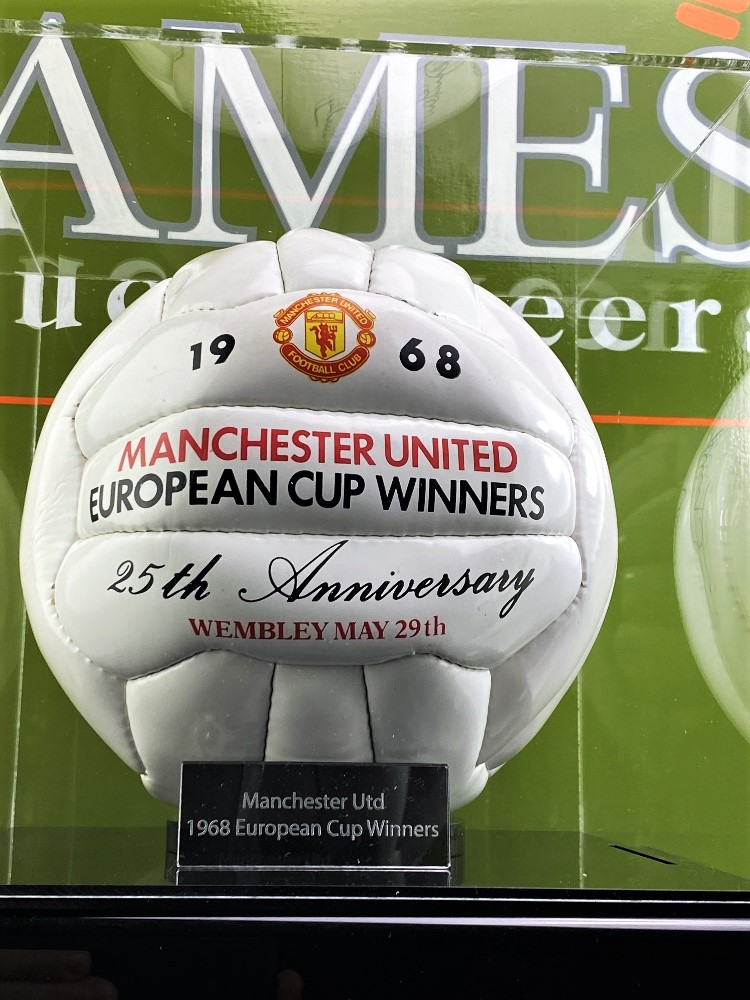 Manchester United 1968-25th Anniversary Signed Football Best, Charlton, Busby Ect - Image 5 of 5