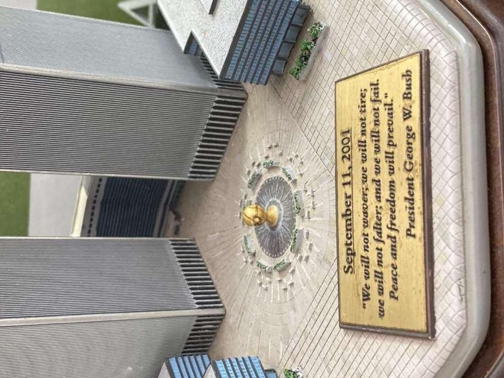 Danbury Mint September 11, 2001 9/11: Twin Towers Historic Desk Top Diarama - Image 2 of 6