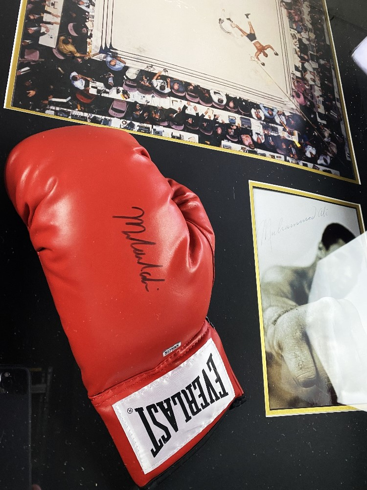 Muhammed Ali Vs Cleveland Williams-Signed 60`s Ring Magazine Photo & Glove Montage - Image 3 of 5