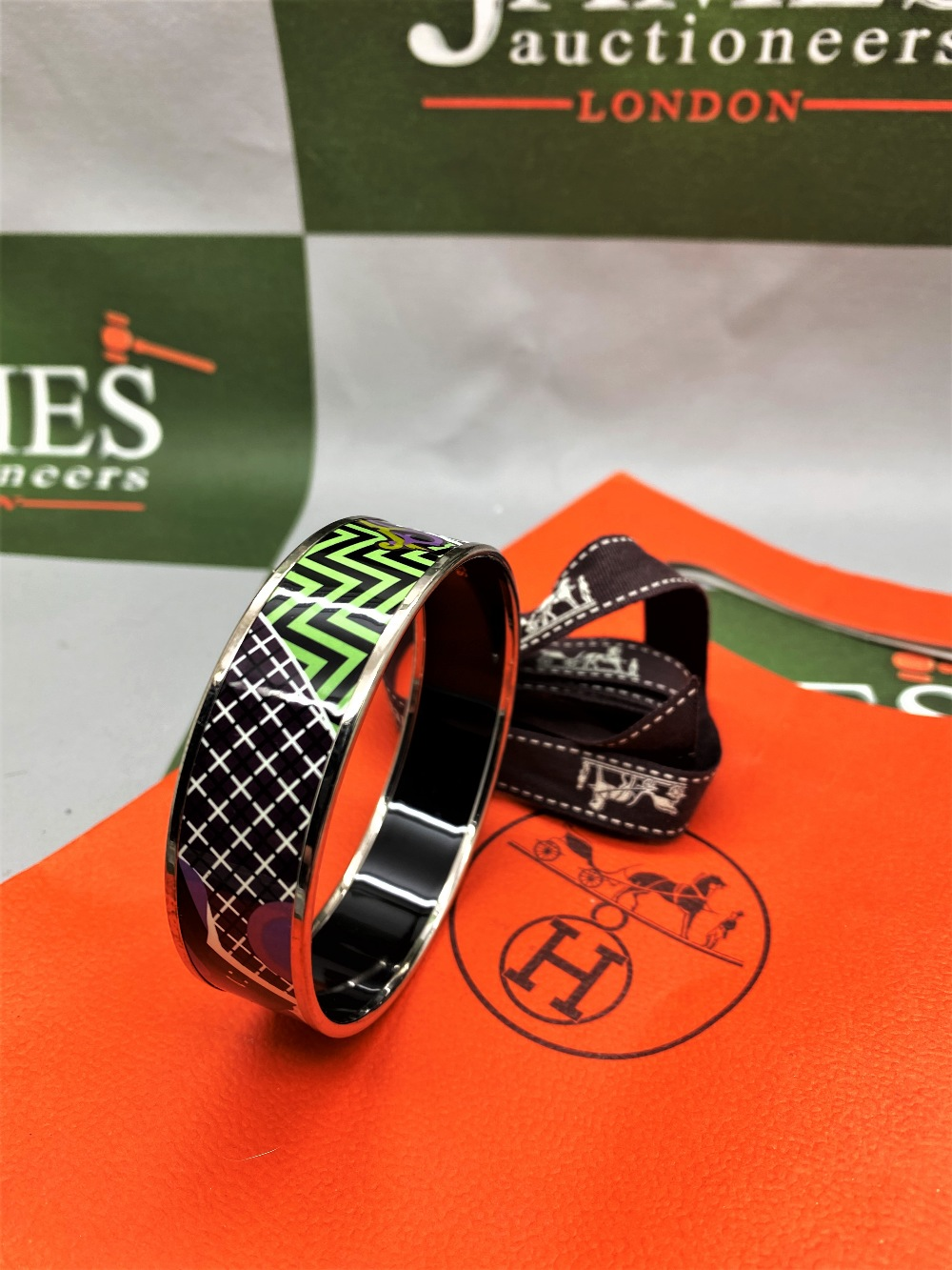 """Hermes """"Horses"""" Wide Late Edition Monogram & Silver Bangle - Image 5 of 7"""