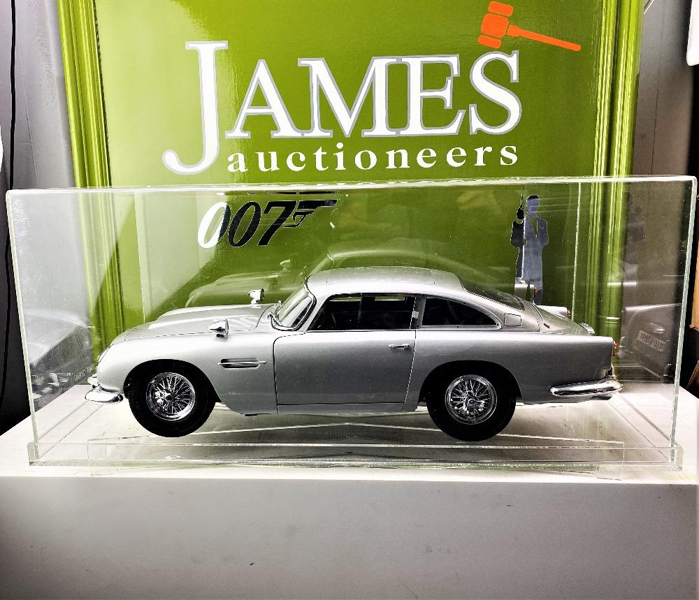 Aston Martin DB5 007 Golfinger Scale Model 1:8.Eaglemoss Hand Built Example & Display Case - Image 14 of 15