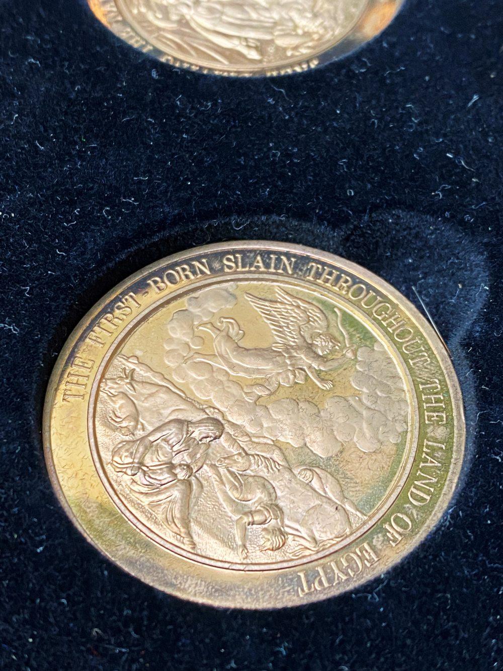 Set Of 24 Bronze Art Medallions Thomason Bible Franklin Mint-Original Case - Image 3 of 5
