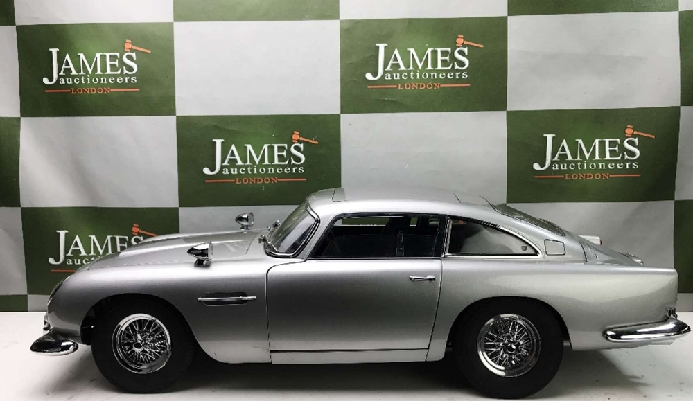 Aston Martin DB5 007 Golfinger Scale Model 1:8.Eaglemoss Hand Built Example & Display Case - Image 7 of 15