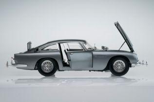 Aston Martin DB5 007 Golfinger Scale Model 1:8.Eaglemoss Hand Built Example & Display Case