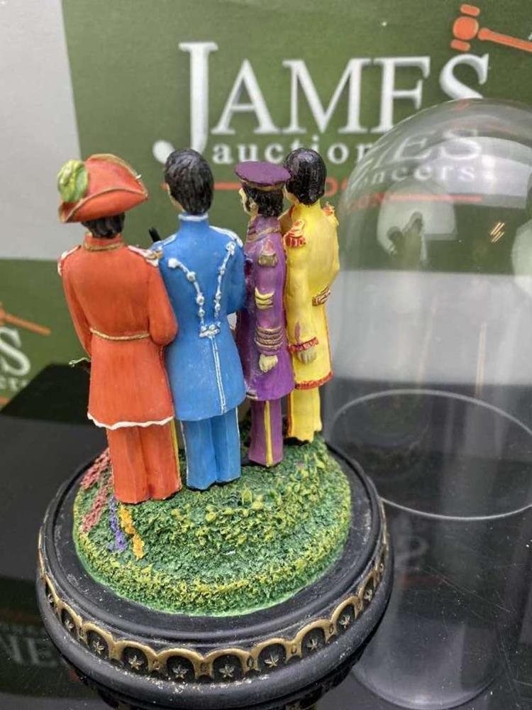 The Beatles 'Sgt Pepper's - Franklin Mint ltd Edition -Lonely Hearts Club Band Figural & Glass Dome - Image 5 of 5