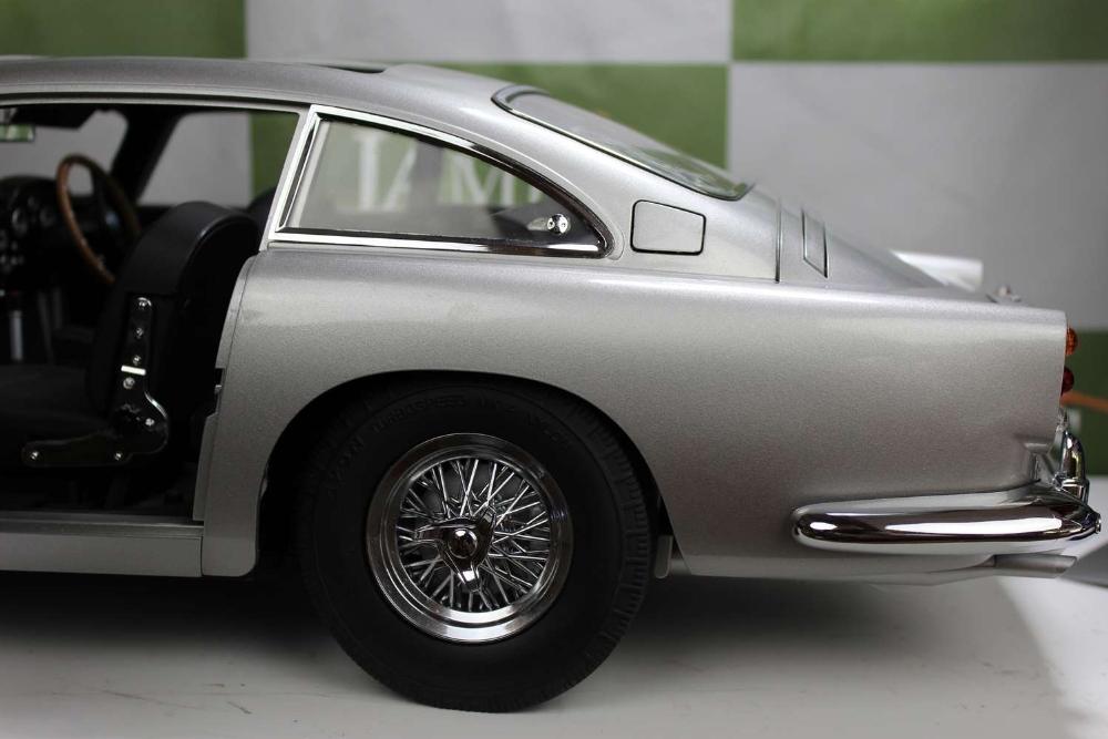 Aston Martin DB5 007 Golfinger Scale Model 1:8.Eaglemoss Hand Built Example & Display Case - Image 9 of 15