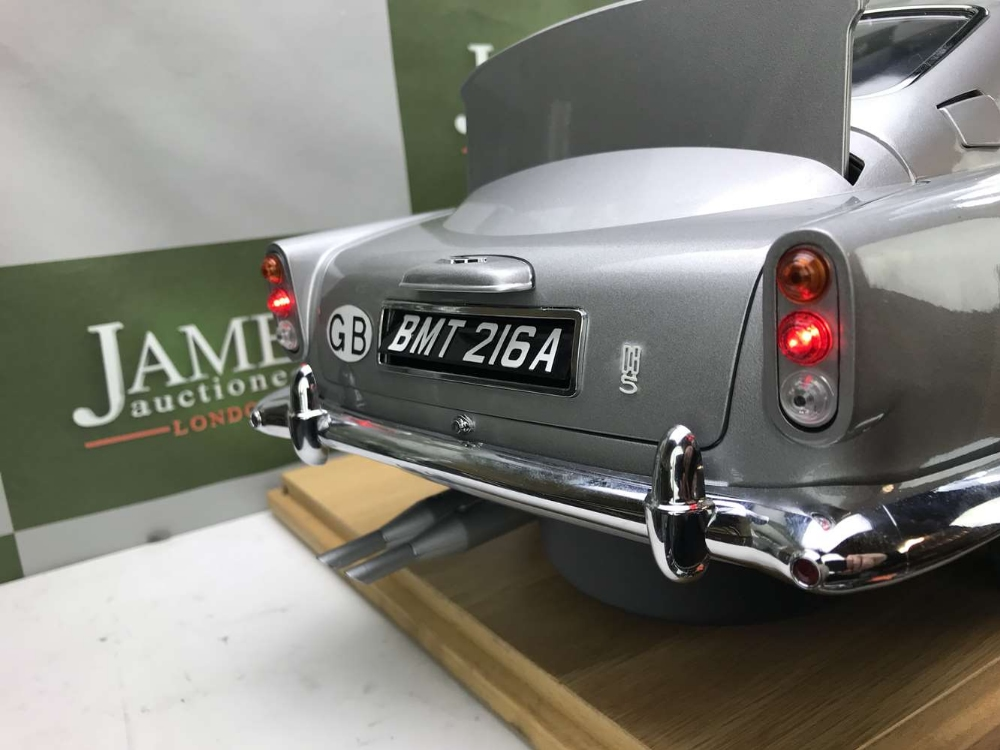 Aston Martin DB5 007 Golfinger Scale Model 1:8.Eaglemoss Hand Built Example & Display Case - Image 6 of 15