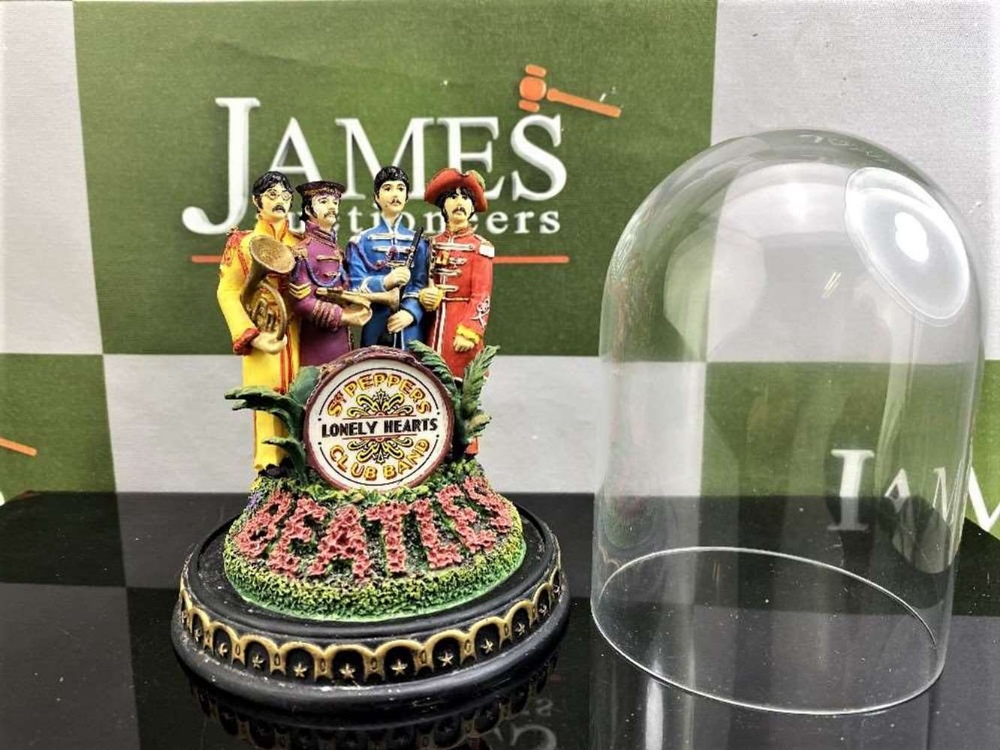 The Beatles 'Sgt Pepper's - Franklin Mint ltd Edition -Lonely Hearts Club Band Figural & Glass Dome - Image 2 of 5