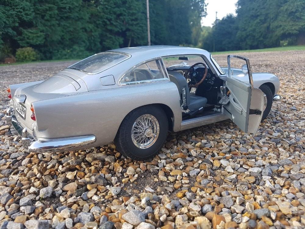Aston Martin DB5 007 Golfinger Scale Model 1:8.Eaglemoss Hand Built Example & Display Case - Image 4 of 15