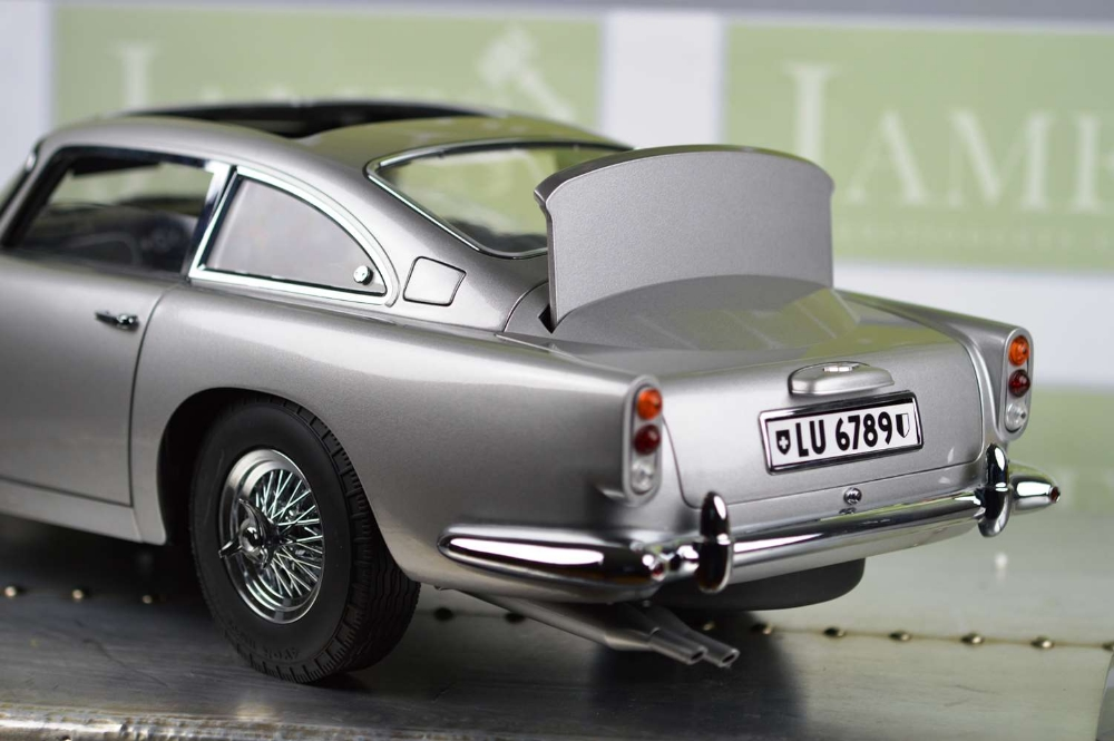 Aston Martin DB5 007 Golfinger Scale Model 1:8.Eaglemoss Hand Built Example & Display Case - Image 12 of 15