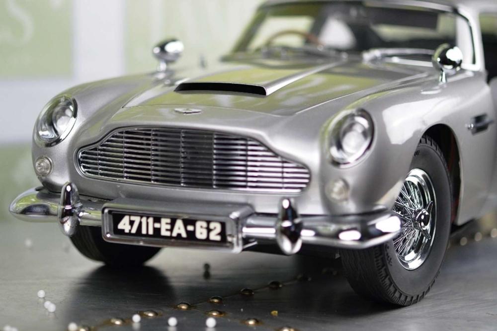Aston Martin DB5 007 Golfinger Scale Model 1:8.Eaglemoss Hand Built Example & Display Case - Image 5 of 15