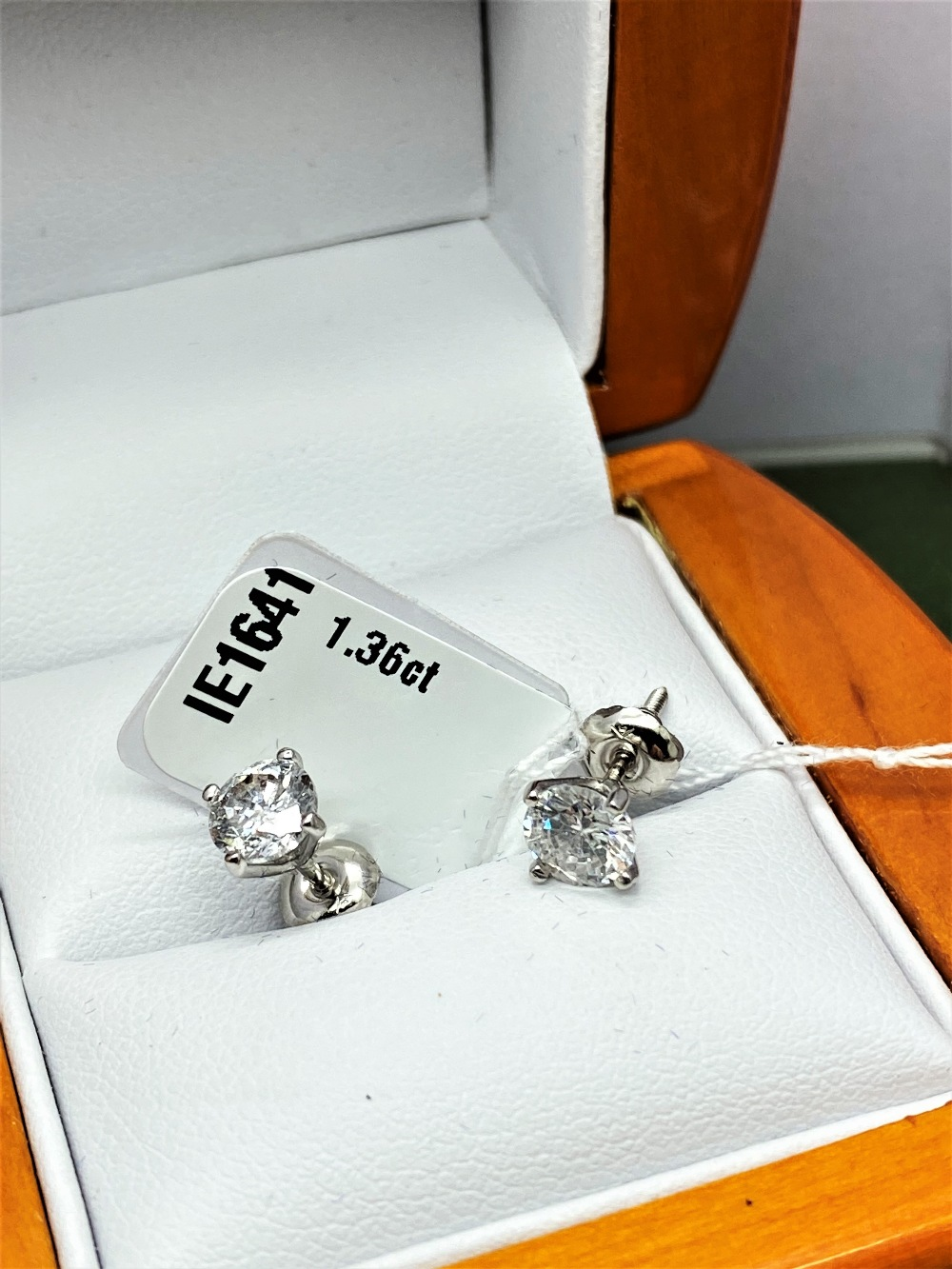 Pair of New 1.36 Carat Round Cut VS1/D Diamond Stud Earrings On 14K Hallmarked White Gold - Image 2 of 7
