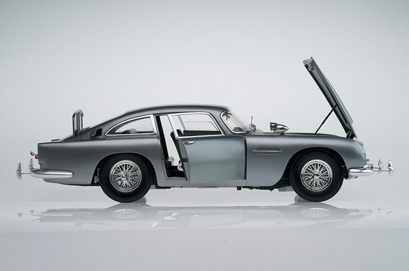 Aston Martin DB5 007 Golfinger Scale Model 1:8.Eaglemoss Hand Built Example