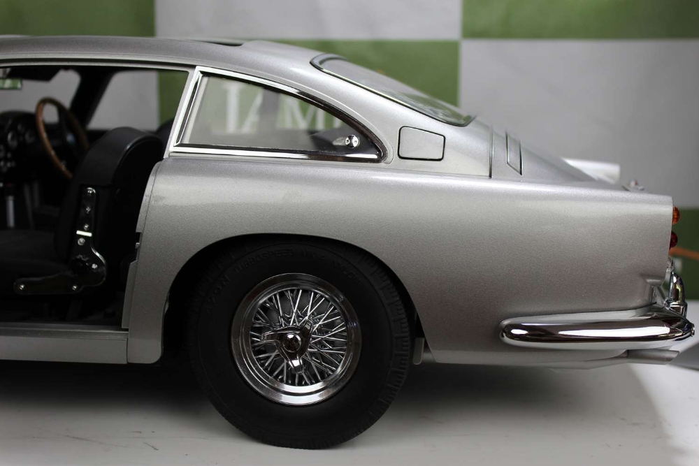 Aston Martin DB5 007 Golfinger Scale Model 1:8.Eaglemoss Hand Built Example - Image 9 of 15