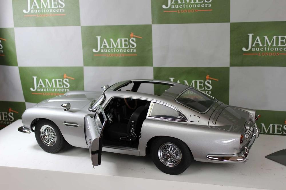 Aston Martin DB5 007 Golfinger Scale Model 1:8.Eaglemoss Hand Built Example - Image 13 of 15