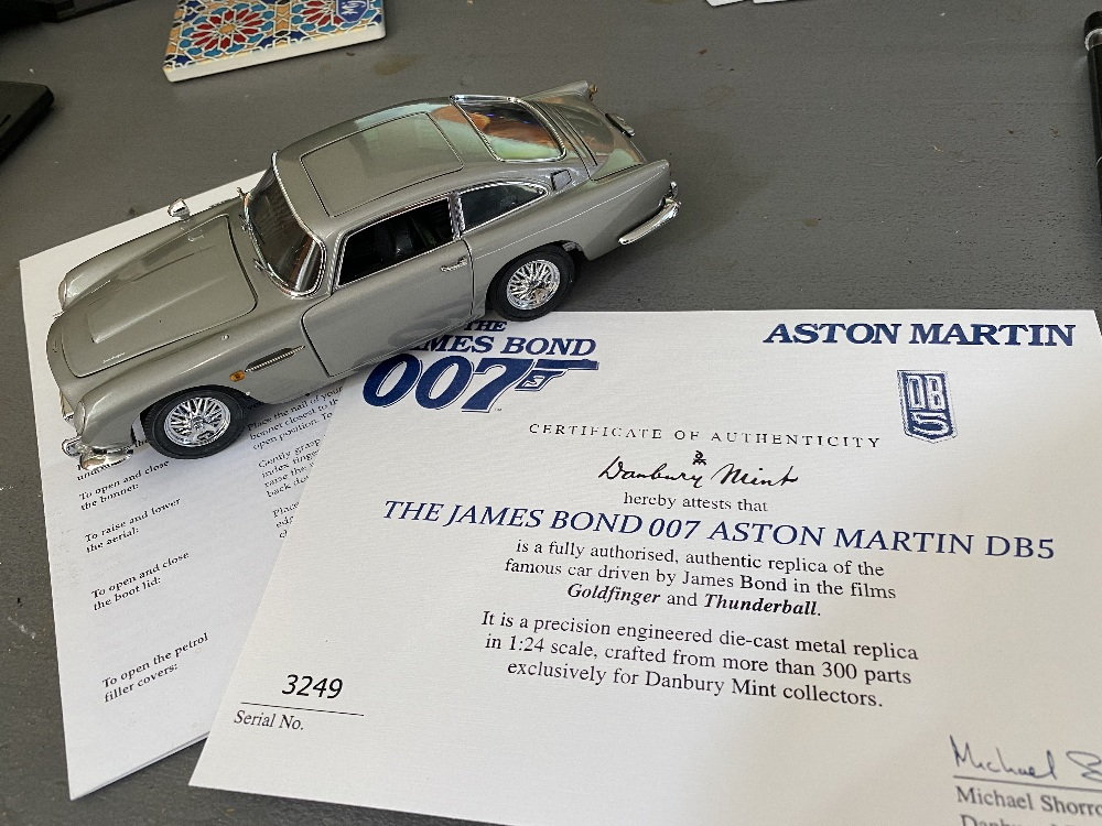 Danbury Mint James Bonds Aston Martin DB5 - 1:24 Scale with Certificate of Authenticity - Image 2 of 3