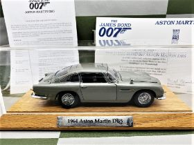 Danbury Mint James Bonds Aston Martin DB5 - 1:24 Scale with Certificate of Authenticity