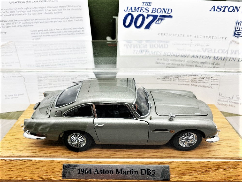 Danbury Mint James Bonds Aston Martin DB5 - 1:24 Scale with Certificate of Authenticity - Image 3 of 3